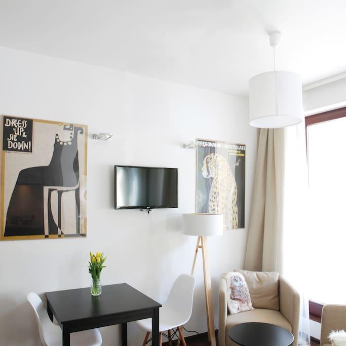 Art Wall and TV