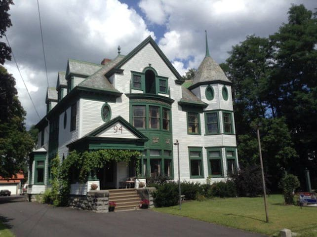 The Victoria - Plattsburgh - House