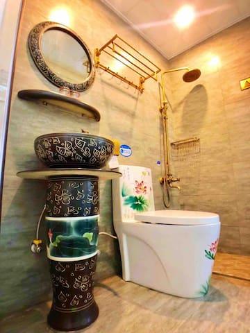 独立卫生间(每间客房都有)