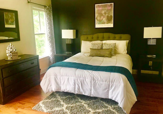 NEW: City Center Guest Suite In 3-Story Townhome!