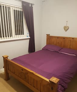 Cosy double room (Belfast suburb) with breakfast
