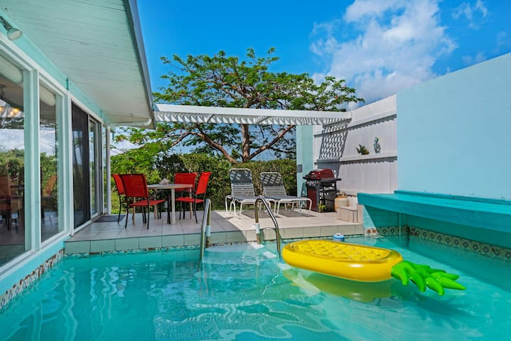 Pretty & Private . Romantic Pool.  Walk to beaches