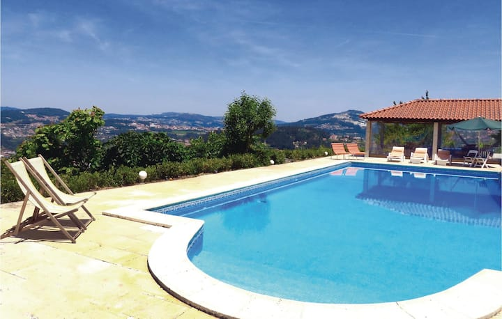 Stunning home in Castelo de Paiva with WiFi and 2 Bedrooms