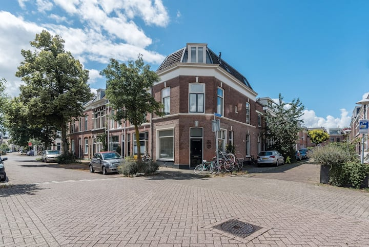 Bright corner apartment in heart of Wittevrouwen