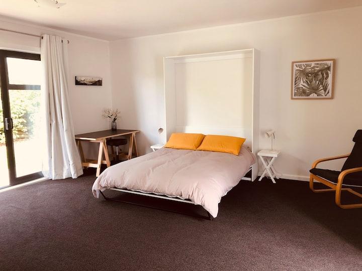 Private studio room in Pukerua Bay
