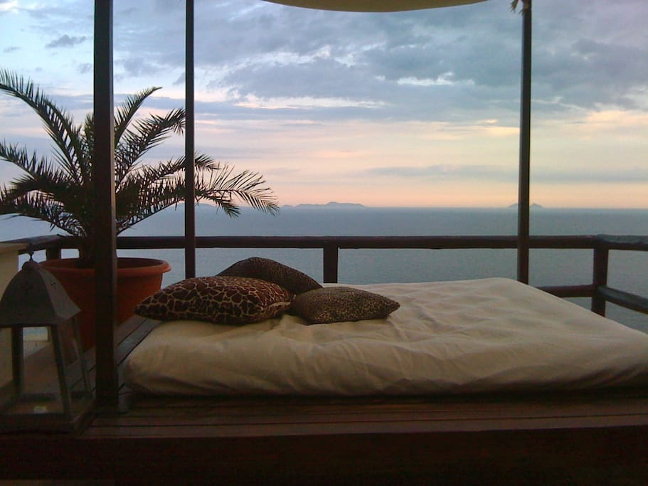 king size bed terrace