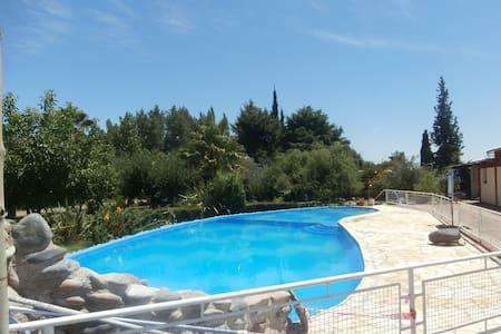 Cabañas con picina y parque cochera parrila - Maipú
