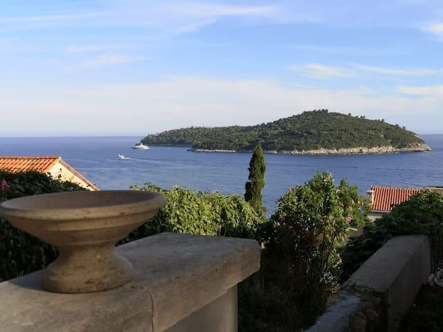 Studio Kajubo - sea view, 5 min walk from old town