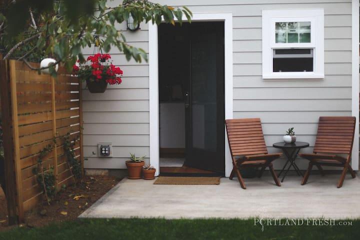 Portland Tiny House patio. Photo by Christiann Koepke with Portland Fresh.