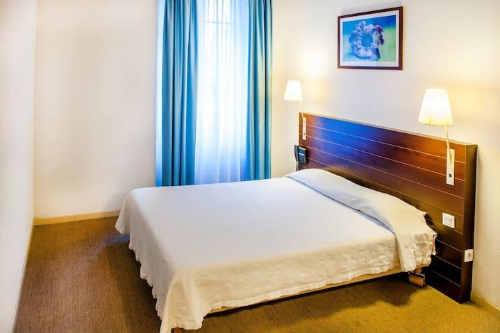 Chambre double dans centre de Lourdes