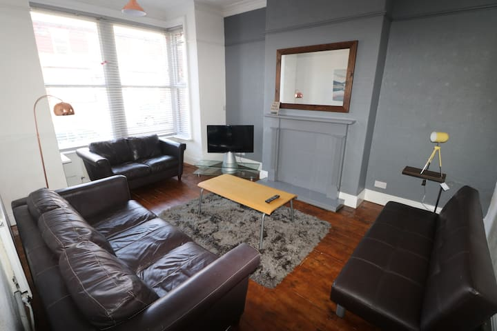 5 Bedroom terrace house modern stylish kitchen