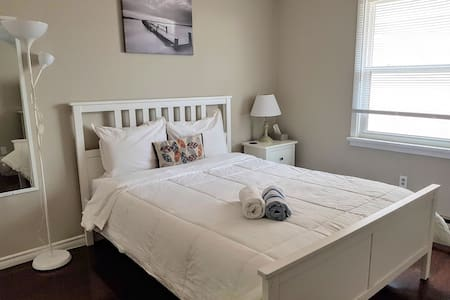 Cozy Retreat - Relax in a Queen Bed & Netflix