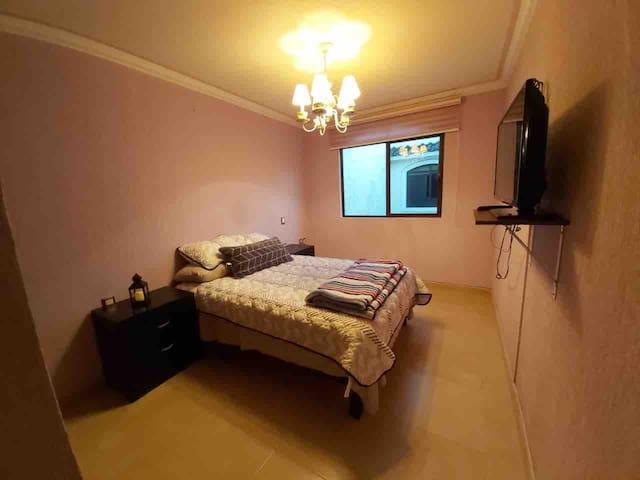 Cómoda habitación con baño completo en León