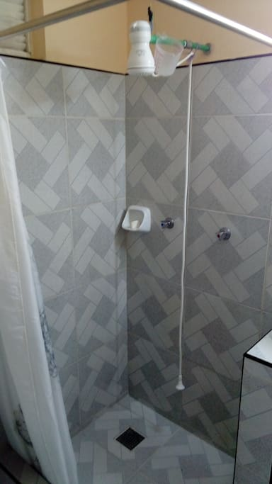 Other view of the bathroom