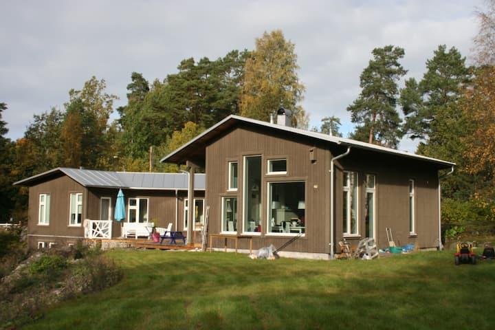 Härlig arkitektritad villa nära Stockholm city