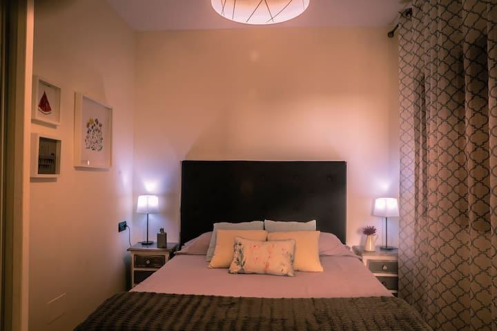 Charming Bedroom - Dormitorio