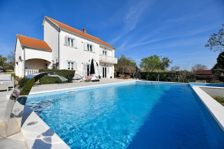 Spacious villa Vito with large pool
