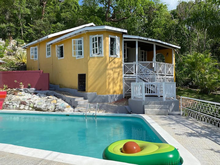 Almond Tree Cottage with Pool