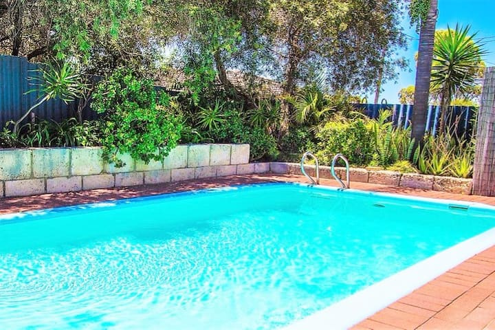 Lemon Tree Cottage - a family home with own pool