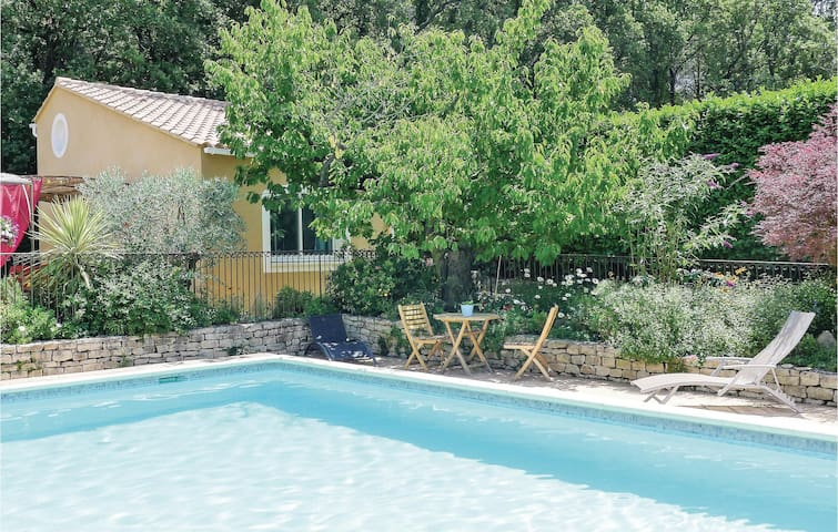 Holiday cottage with 1 bedroom on 42m² in Eyragues