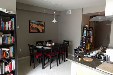 Private room in downtown Bellevue - Appartement