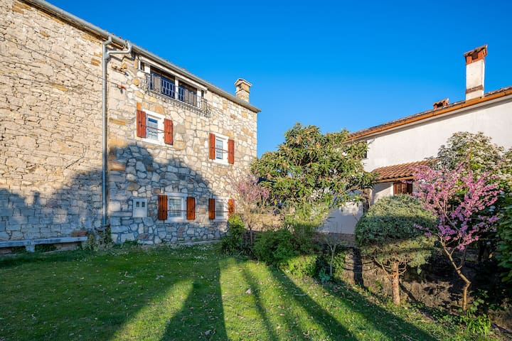 Pleasant Holiday Home in Buzet with Private Terrace