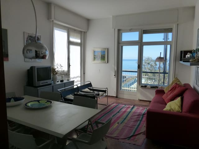 Amazing beachfront, very bright 4 rooms, 5th floor - Chiavari - Apartamento