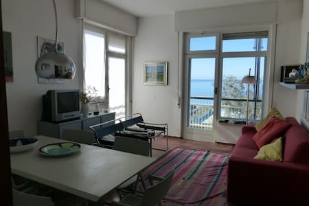 Amazing beachfront, very bright 4 rooms, 5th floor - Chiavari
