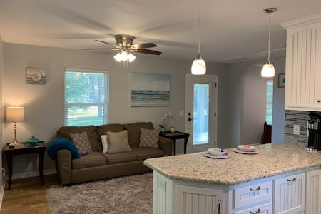 Your Own Place ~ Minutes from Hwy 59/Beach Express