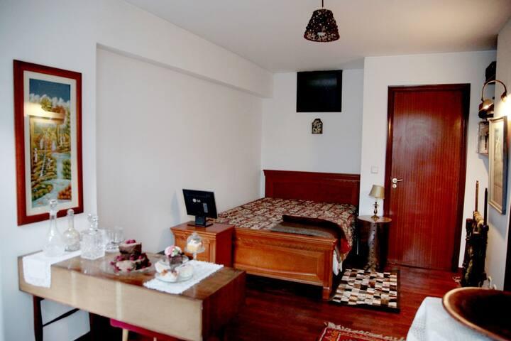 Casa dos Bolos, apartment with garden near center