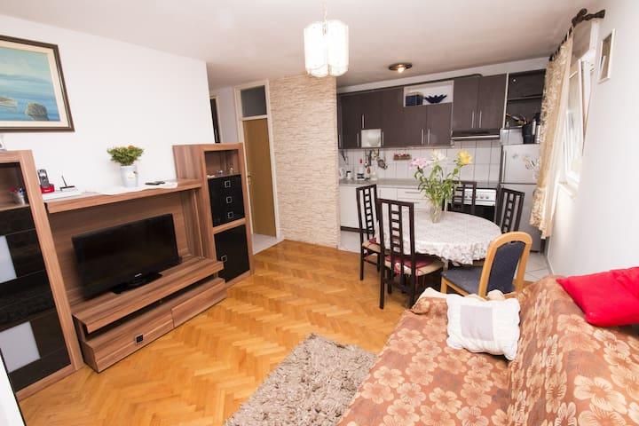 Specious flat in center - Almissa - Condominio