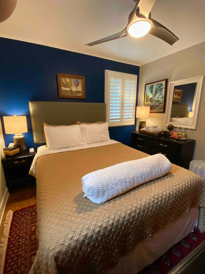 Near O'Hare Airport. Clean and cozy queen bed.