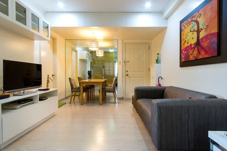 Central Bonifacio Global City studio, wifi, cable
