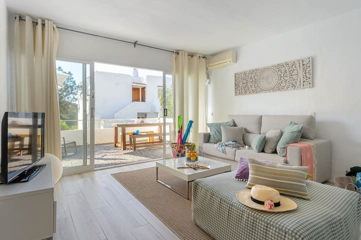 """""""CALA VADELLA HOUSE""""  Close to the beach, up to 6"""