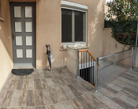 Partie de villa accès indépendant 32 m2; 2 pers