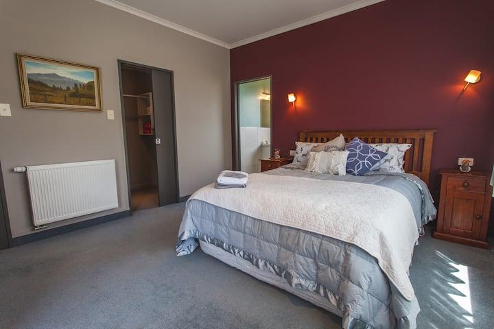 Gladfield Homestay - Jasmine Room.