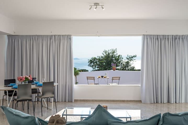 Living room and view over the balcony and ocean