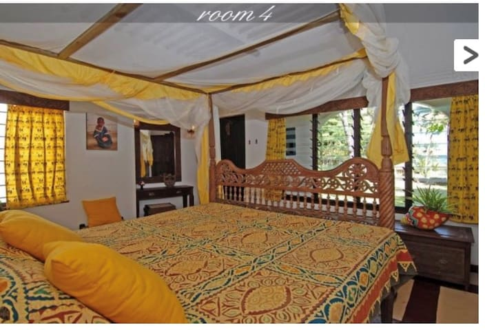 Room 4, double bed