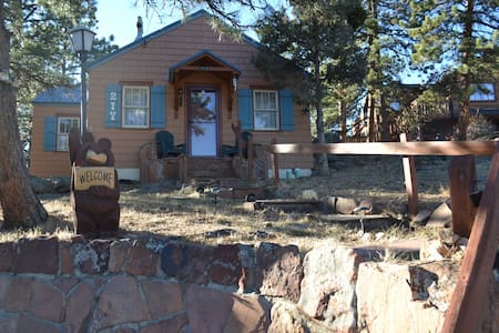 Conifer Cottage - steps to downtown! - Estes Park - Ξυλόσπιτο
