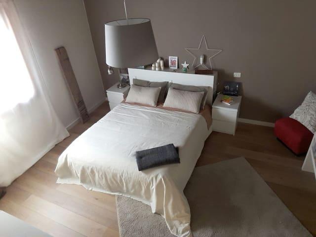 Camera matrimoniale in appartamento Maranello