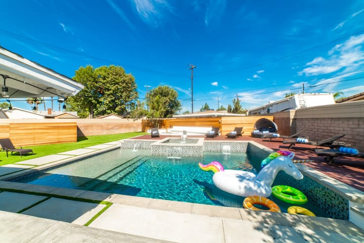 Backyard Paradise with heated pool & jacuzzi