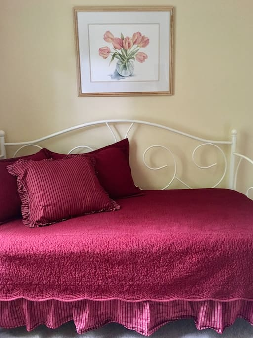 Another view of the twin daybed.