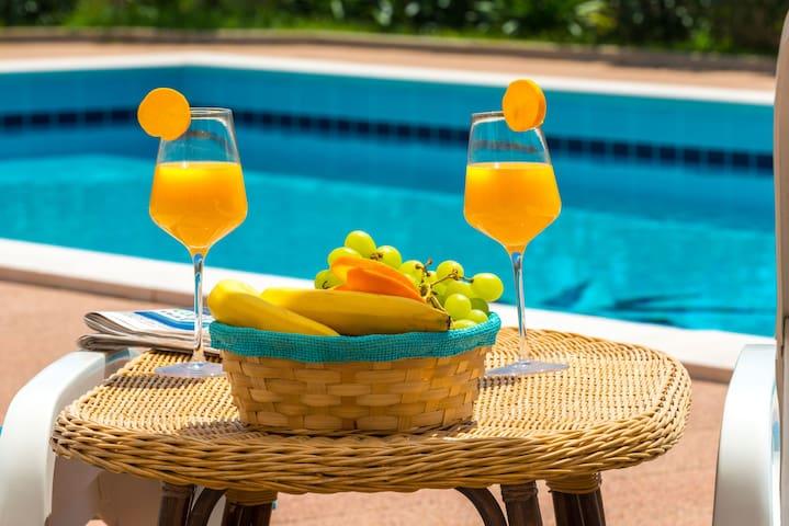Studio II + swimming pool - Apartments Svagusa