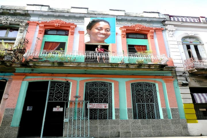 Crisia' s Lovely authentic colonial home renovated