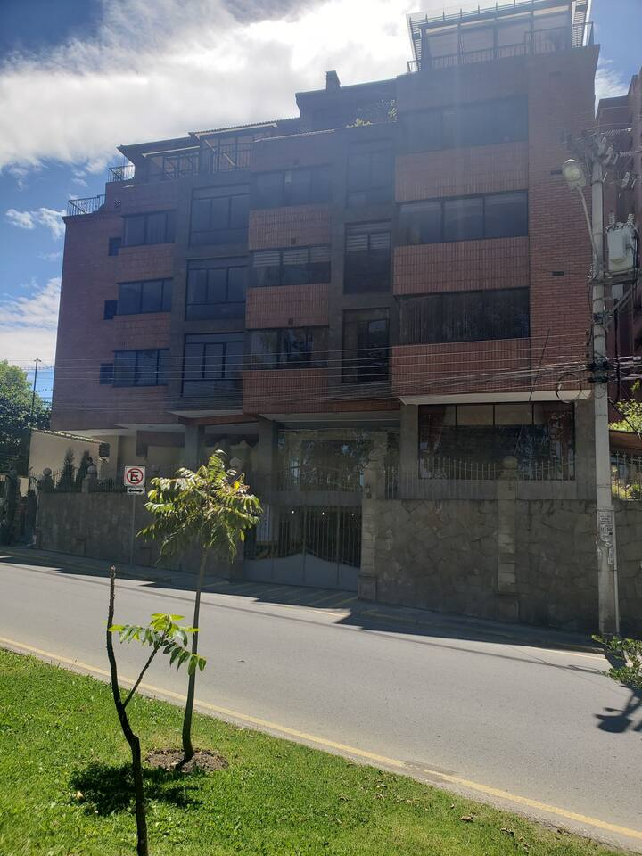 Departamento amoblado en Puertas del Sol-Cuenca