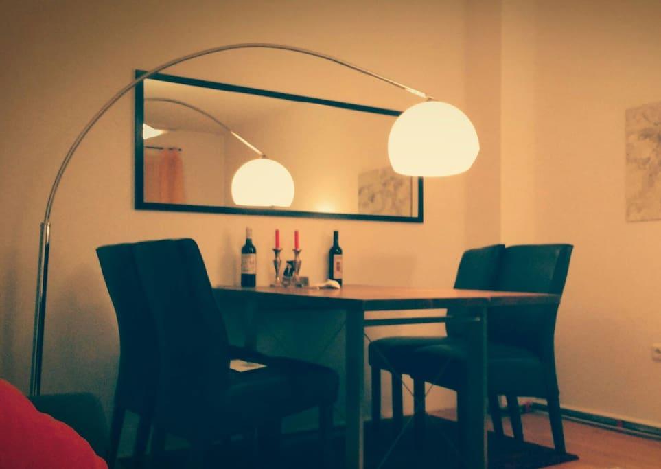 massiver Echtholztisch / Solid wooden table