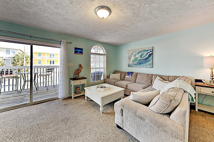 Luxe Basecamp w/ Balcony - 100 Yards to the Beach!