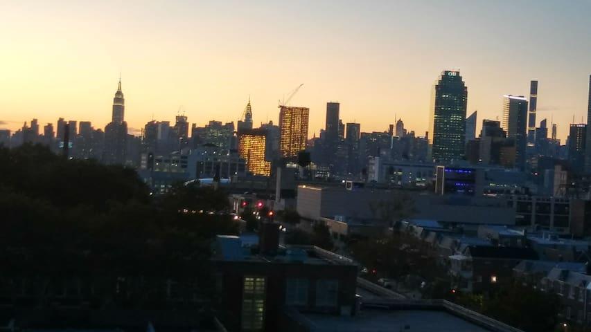 Sunnyside NYC/ AC room/ city views/ near Midtown