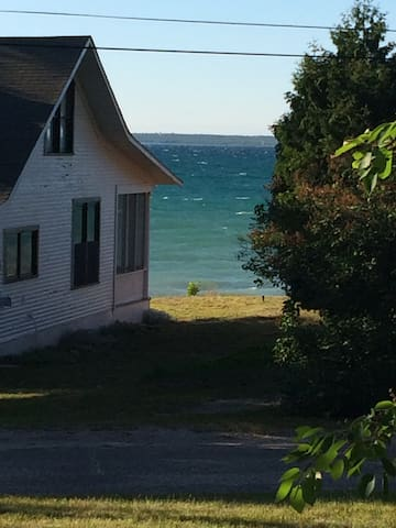 Cozy Cabin with view of Lake MI - Mackinaw City