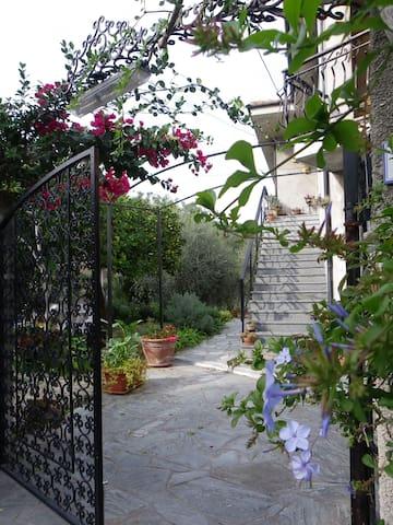 Pairola - casa Arancio - appartamento in villa - Pairola - Leilighet